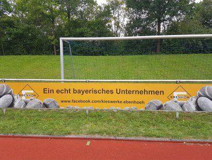 Neue Fußballbande