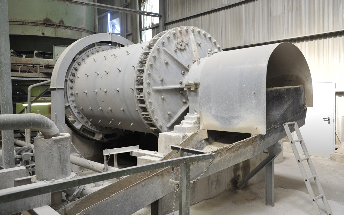 Stabrohrmühle verarbeitet überschüssiges Material zu Betonsand.